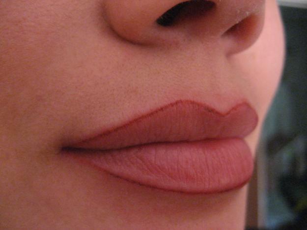 татуаж контур губ